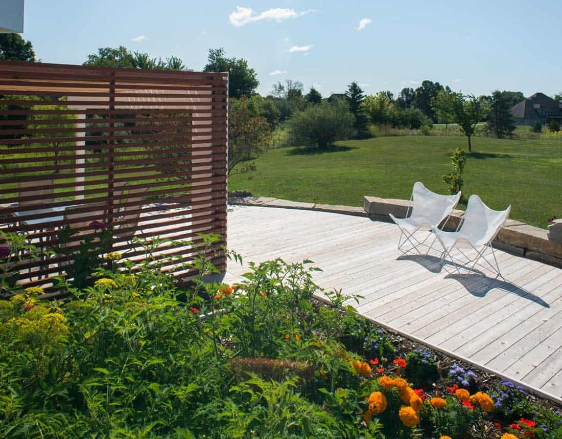 Lotus Gardenscapes -- Contemporary Deck and Pergola -- Deck, Plant Bed and Pergola-- Wood