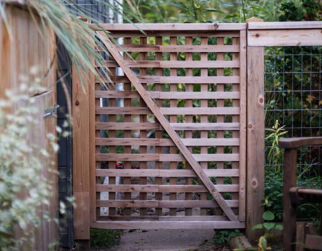 Lotus Gardenscapes -- Woodwork -- Wood Trellis Gate