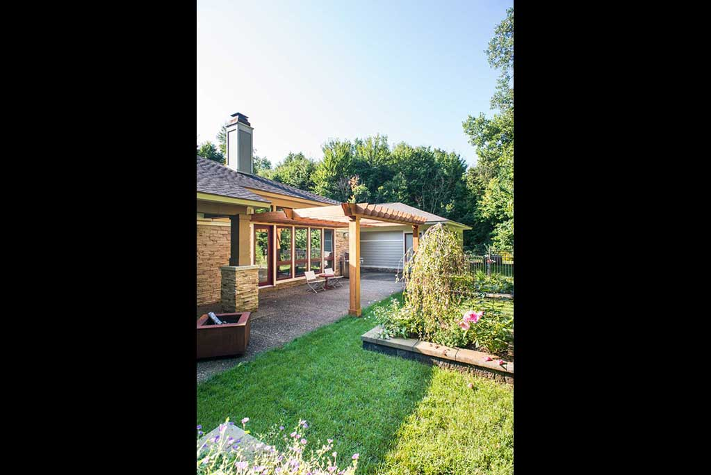 Lotus Gardenscapes -- Knotty Cedar Pergola -- Pergola with Lawn Planters and House -- Wood